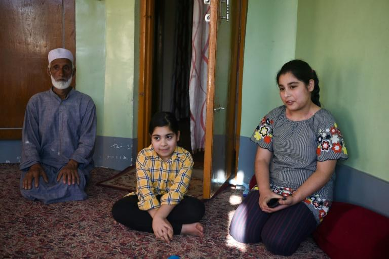 Showkat Shafi (L) has decided not to send his two daughters back to school until tensions ease (AFP Photo/Punit PARANJPE)