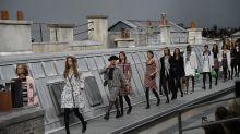 Frau crasht Chanel-Catwalk: Coole Aktion von Gigi Hadid