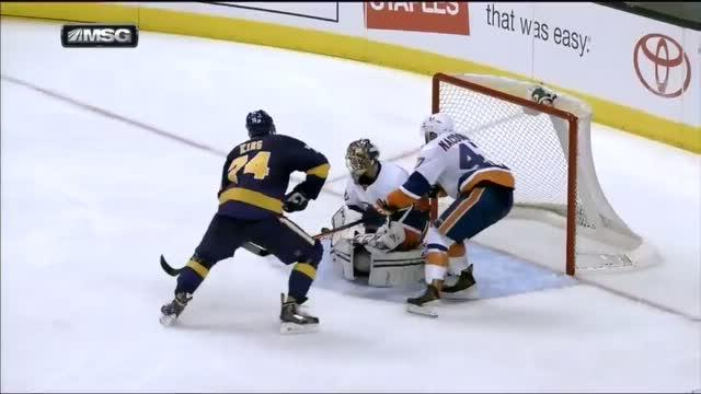 Kevin Poulin turns away Dwight King in front