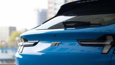福特 Mach-E 電動野馬猛攻歐洲!買車送五年免費充電吃到飽、全歐 1.5 萬個充電站隨時服務