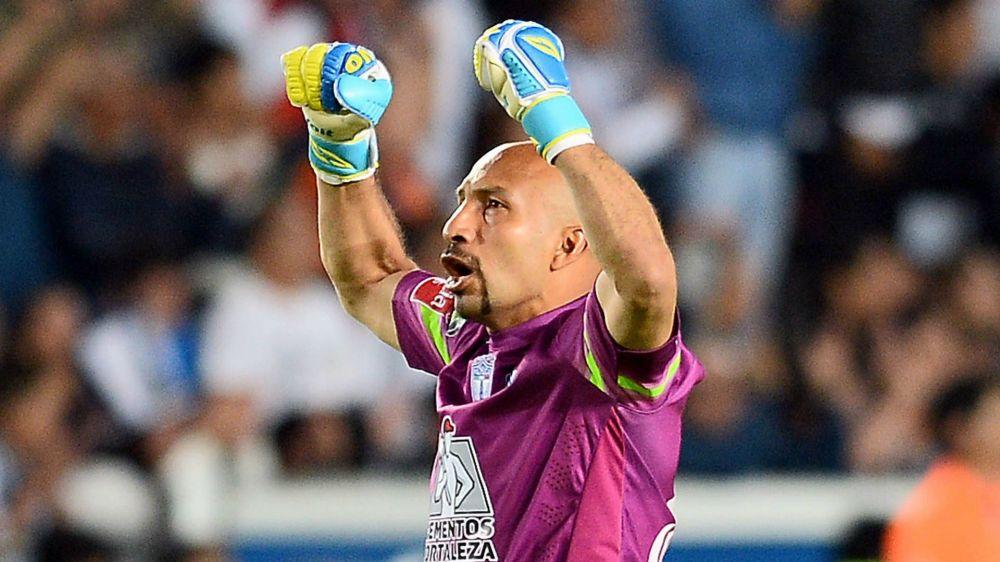VIDEO - Il 44enne portiere del Pachuca Perez segna un goal decisivo nel recupero