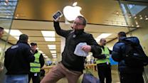 Long lines form for Apple iPhone 5S, 5C
