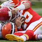 Chiefs' Patrick Mahomes leaves game with concussion