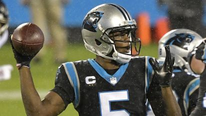 Panthers QB leaves game after ugly hit