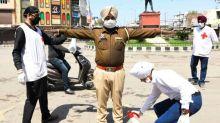 Guru indiano, 'superpropagador', pode ter contagiado até 15.000 pessoas