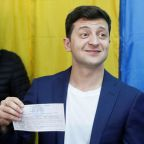Hungry for change, Ukrainians tipped to elect comedian as president
