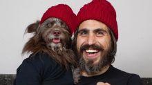 Quase gêmeos: homem e seu cachorro se vestem sempre iguais em conta no Instagram