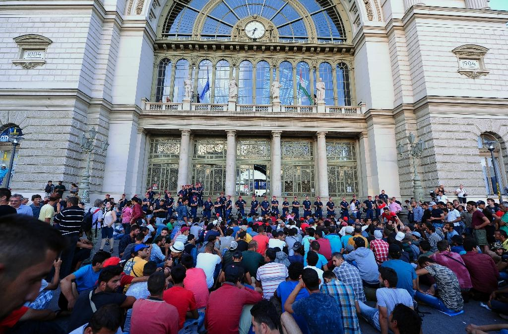 Migrants gather in front of a police line blocking the main Keleti station in Budapest on September 2, 2015 (AFP Photo/Attila Kisbenedek)