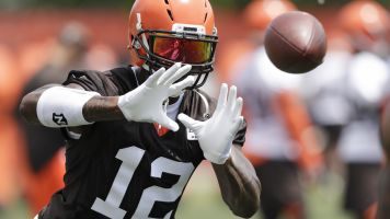 Gordon won't be with Browns when camp opens