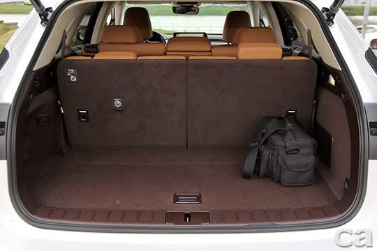 完整的三排座椅狀態下,RX350 L仍有餘裕空間放置基本行李。