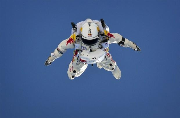 Felix Baumgarter breaks YouTube record as 8 million viewers watch his space jump (video)