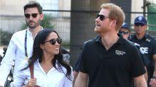 ¿Por qué el Príncipe Harry rechazó bruscamente la mano de Meghan? ¿Qué pasa entre ellos?