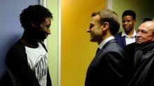 """Migrants: Macron s'indigne de la comparaison avec des """"rafles"""""""