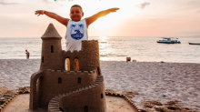 Andrick, el niño que construía castillos de arena en sus sueños fue por primera vez a la playa