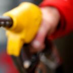 Oil prices edge lower on mixed supply and demand outlook