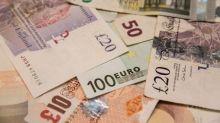 Libra cae el viernes, pero se sostiene para cerrar semana en positivo frente al dólar