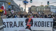 """""""C'est la guerre"""", le mot d'ordre des Polonaises contre l'interdiction de l'IVG"""