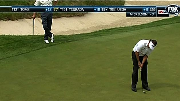 Mickelson clinging to US Open lead