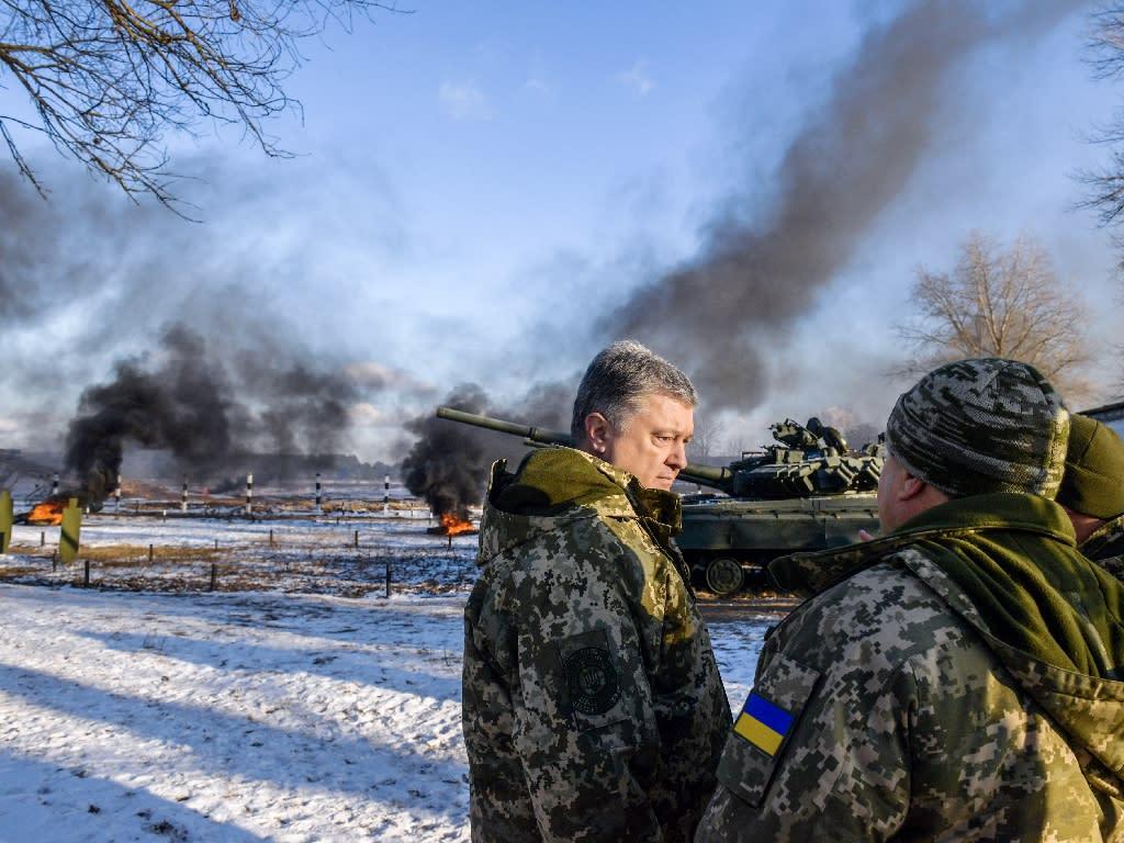 Ukrainian President Petro Poroshenko attended drills in northern Ukraine - he has called on Europe to be tougher on Russia (AFP Photo/MYKOLA LAZARENKO)