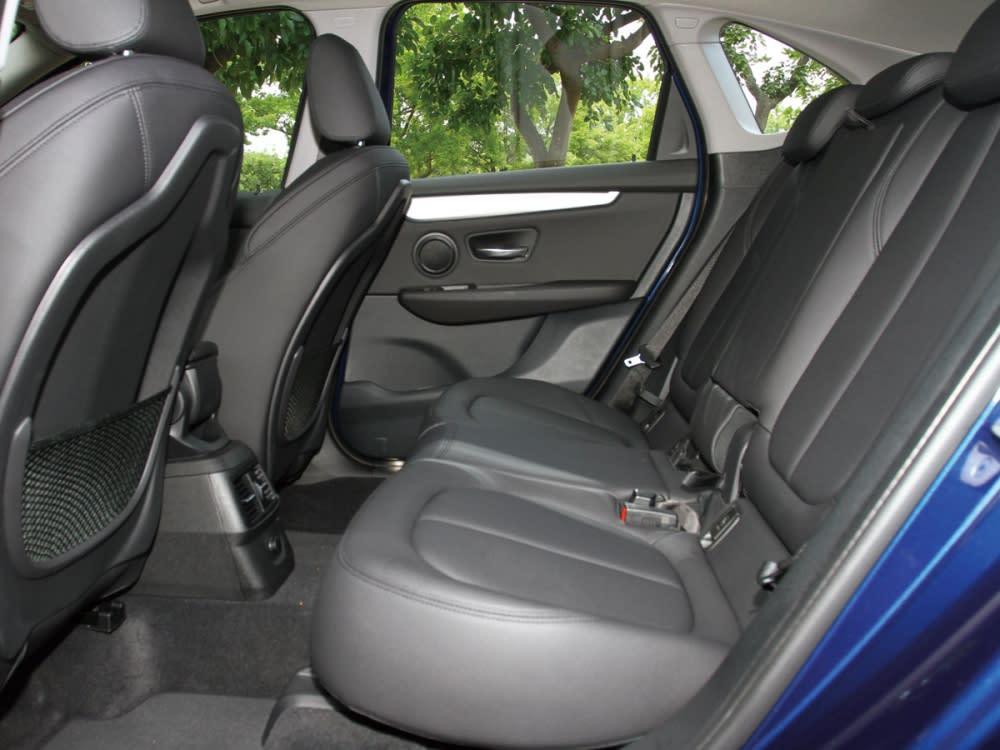 後座可調式空間管理系統使後座能前後滑移13公分,椅背可三段式傾斜調整。