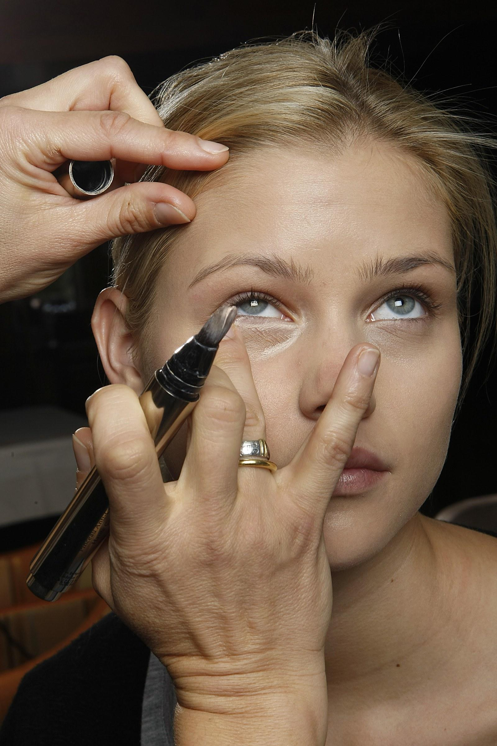 Concealer Creasing: How To Set Your Undereye Concealer And Prevent It From