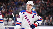 Rangers' Kreider leaves game after taking knee from teammate
