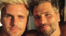 Bruno Gagliasso posa com irmão e semelhança impressiona na web