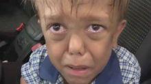 Vídeo de criança que sofre bullying por nanismo viraliza e garoto recebe apoio de estrelas