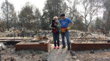 """""""Nous apprenons l'humilité"""" : après les incendies dans l'Oregon, Carol et Fredric face aux ruines de leur maison"""
