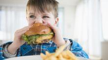 El daño que ocasiona en la salud de los niños una dieta de comida rápida