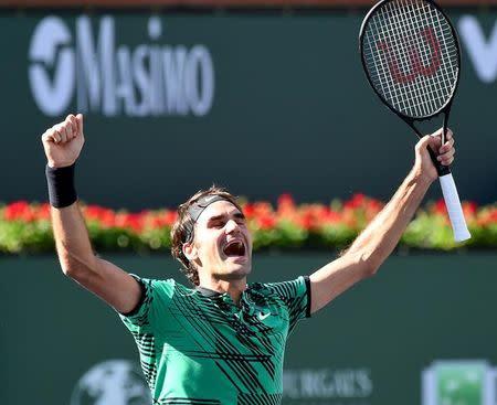 Roger Federer festeja tras ganar el torneo de Indian Wells