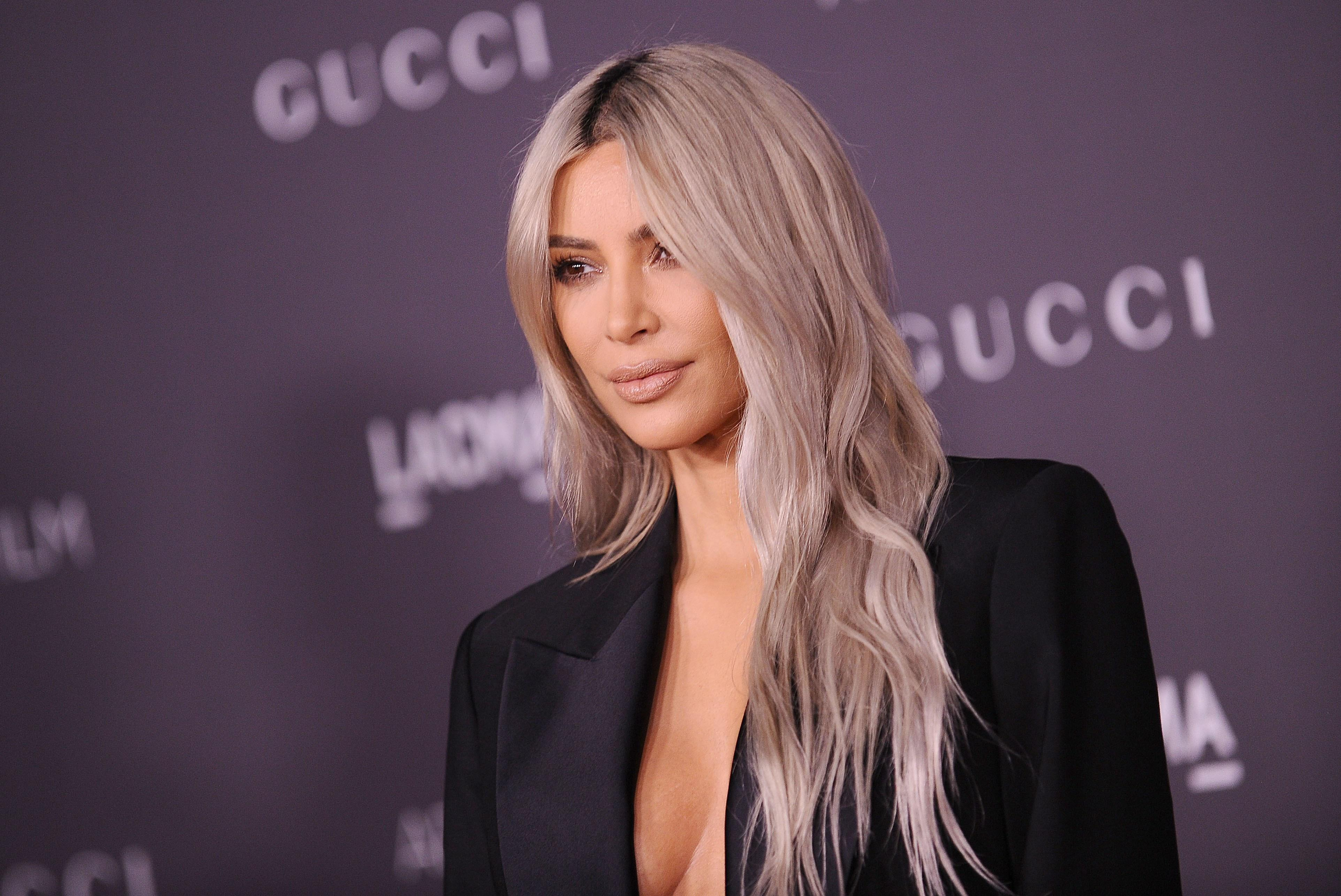 Kim Kardashian Wedding Gift: Kim Kardashian Dyed Her Hair As A Wedding Anniversary Gift