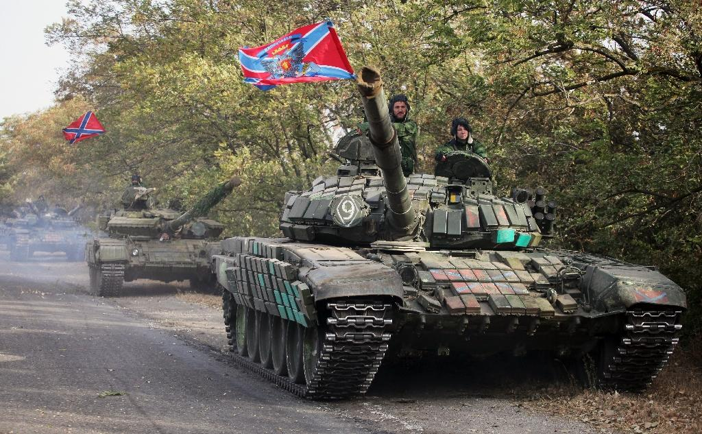 Pro-Russian separatists withdraw their tanks from a position near the town of Novoazovsk in the Donetsk region of Ukraine in October 2015 (AFP Photo/Eleksy Filippov)