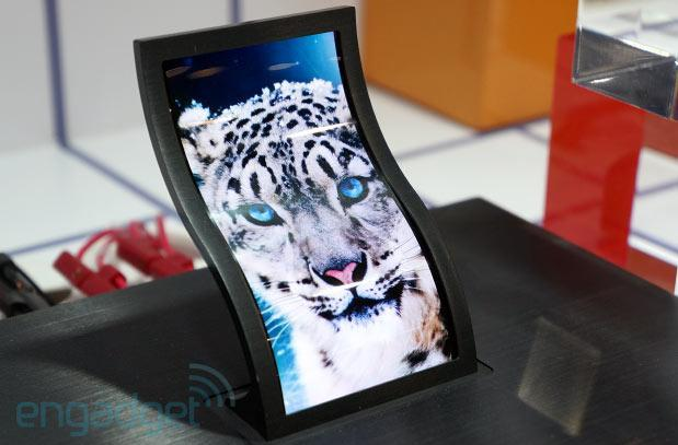 Hands-on with LG's 5-inch flexible plastic OLED display at SID (video)