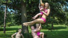 Voici les parents qui font de la pole dance avec leurs enfants