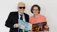 Heino schenkt Heimatministerin Platte mit Lieblingsliedern der SS