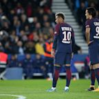 Neymar, Edinson Cavani squabble over penalty, then reportedly refuse to let go of mini-feud