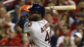 Astros slugger Álvarez wins AL Rookie of the Year