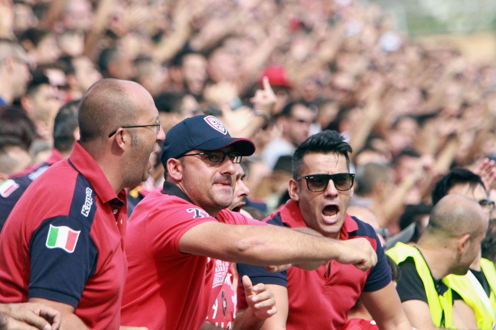 Scontri a Sassari, individuati 66 tifosi del Cagliari: Daspo in arrivo