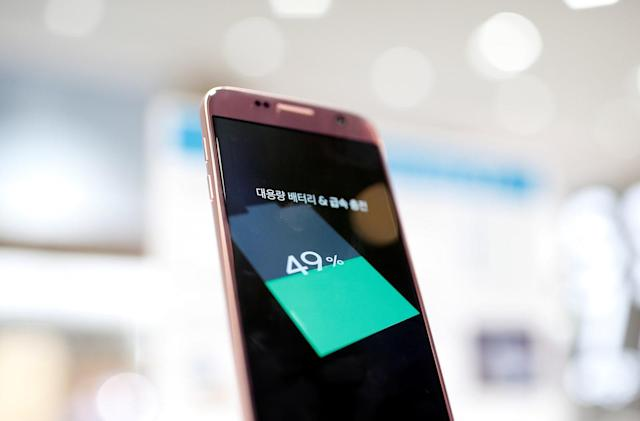 Samsung reportedly plans to use LG batteries in future phones