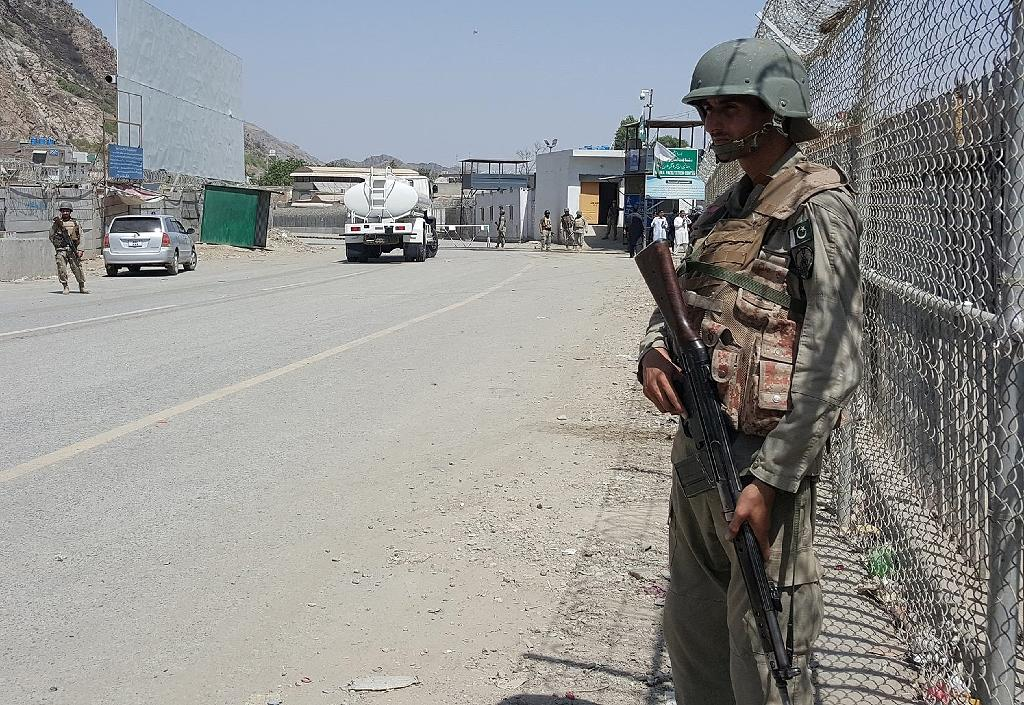 Pakistani soldiers patrol at the Torkham crossing between Pakistan and Afghanistan in Pakistan's Khyber Agency on June 14, 2016
