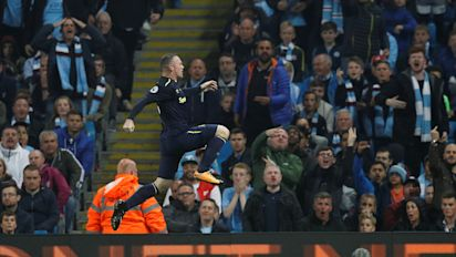 Wayne Rooney's 200th Premier League goal earns Everton frantic draw at Man City