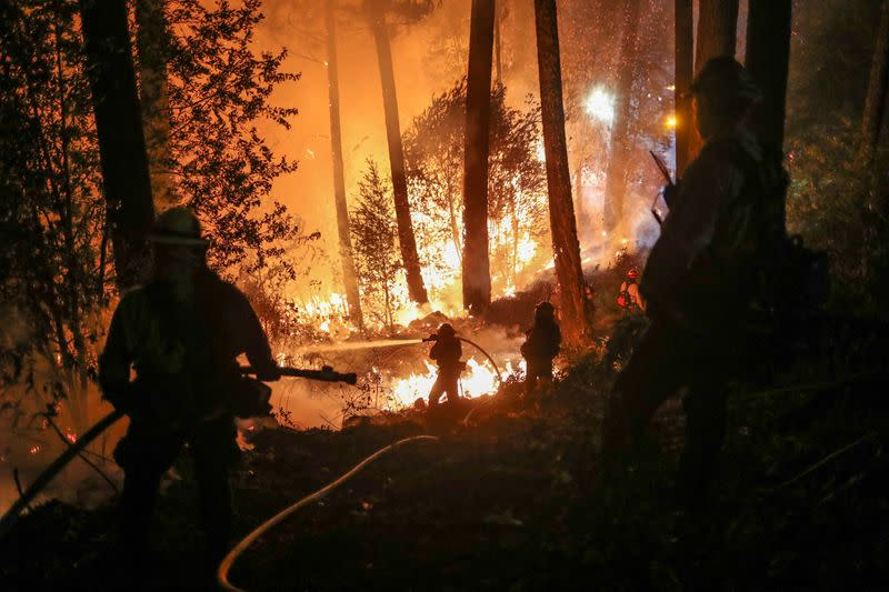 California wildfires threaten towns, wineries ahead of dangerous weekend