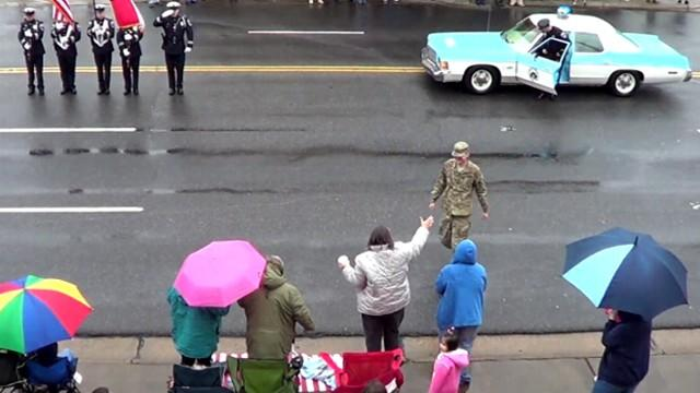 Soldier's Surprise Homecoming at Christmas Parade