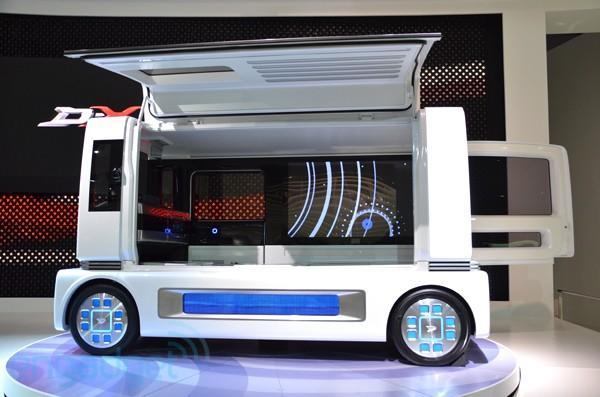Daihatsu FC ShowCase concept: who doesn't want a 60-inch TV in a van?