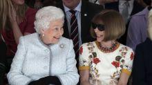 In der Front Row neben Anna Wintour: Queen Elizabeth bei der Londoner Fashion Week