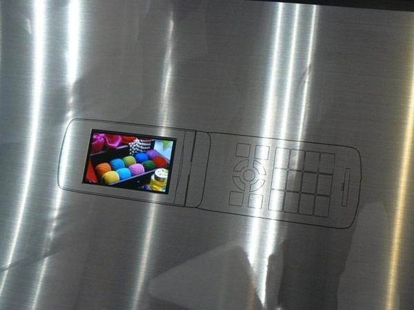 KDDI shows off Samsung-made 3.1-inch WVGA OLED display, 3D LCD panel