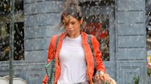 Captan a Selena Gómez bajo una intensa lluvia a días de revelar que recibió trasplante de riñón