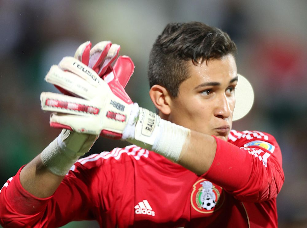 Mexico goalkeeper Raul Gudino celebrates after defeating Brazil during on November 1, 2013