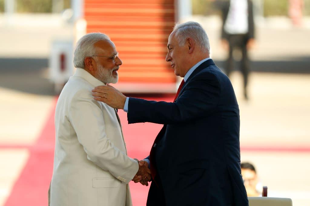 Israeli Prime Minister Benjamin Netanyahu (R) greets his Indian counterpart Narendra Modi (L) at Ben Gurion airport near Tel Aviv on July 4, 2017